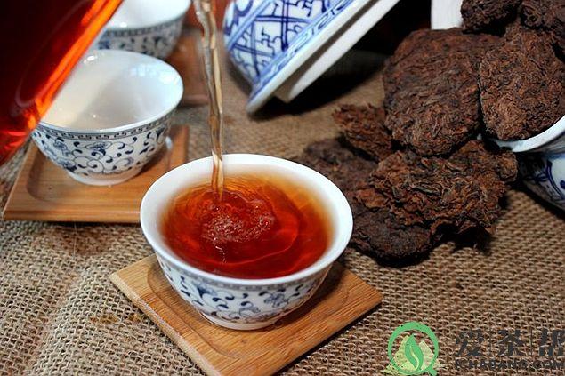 普洱茶汤变黑、喝时舌面发刺或发麻是怎么回事?
