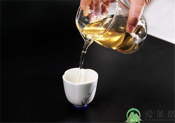 品茶有道:张国立家中藏茶60吨普洱茶