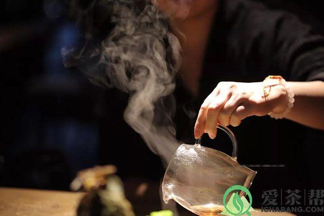 为什么说喝普洱茶人不容易感染新冠状病毒?